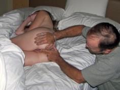 Utelias isäpuoli tutkii teinitytärtä