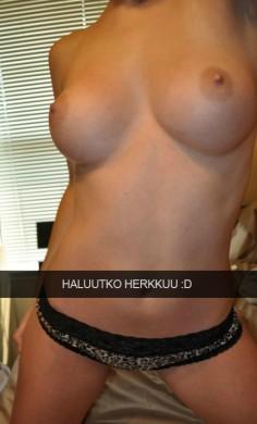 Nina tarjoaa herkkujaan Snapchatissa