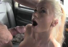 Likainen taksinkuljettaja nai suomalaista blondia