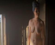 Essi Hellén alasti