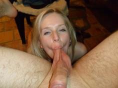Blondi vaimo tykkää imeä kyprää ja kiveksiä