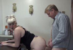 Lihava tytär saa panon isältään