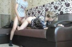 Vaimo pettää nuoren kovakaluisen pojan kanssa