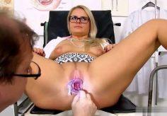 Vagina tutkimus – Perverssi lääkäri tutkii vaginan