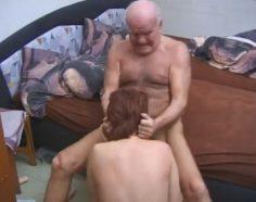 Väkivaltainen isä pakottaa tyttären suuseksiin