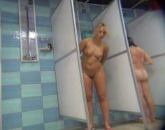 Piilokamera kuvaa teinityttöjä suihkussa